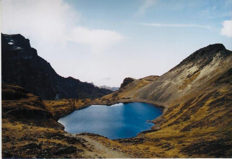 Laguna de altura en la Cordillera donde se realiza piscicultura extensiva. La Paz.