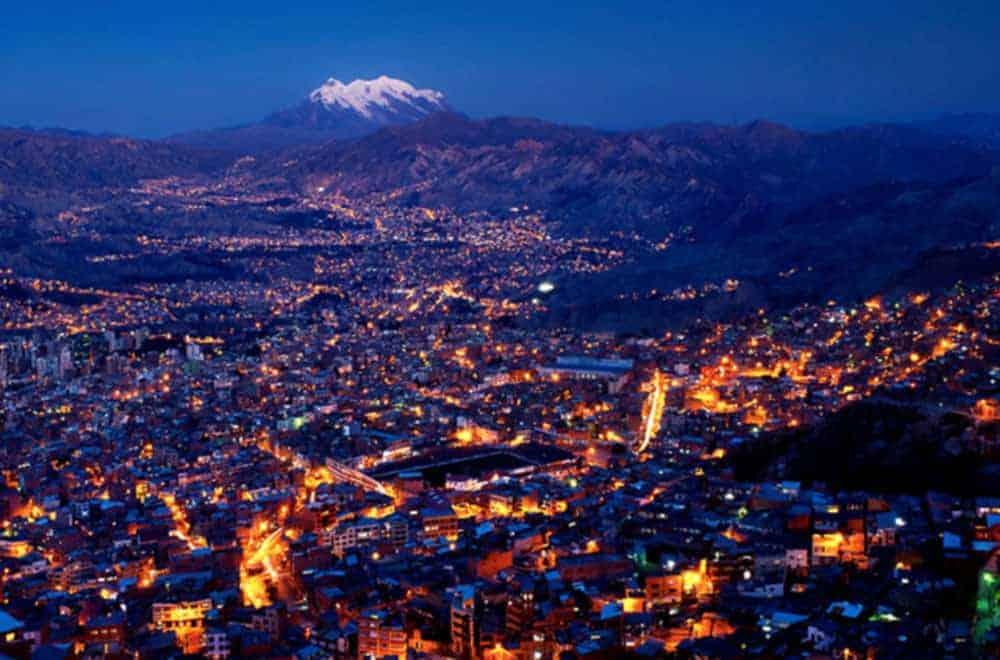 Vista de la ciudad de La Paz, que fue declarada como una de las 7 ciudades maravillosas el año 2014 por la Organización 7 Wonders.