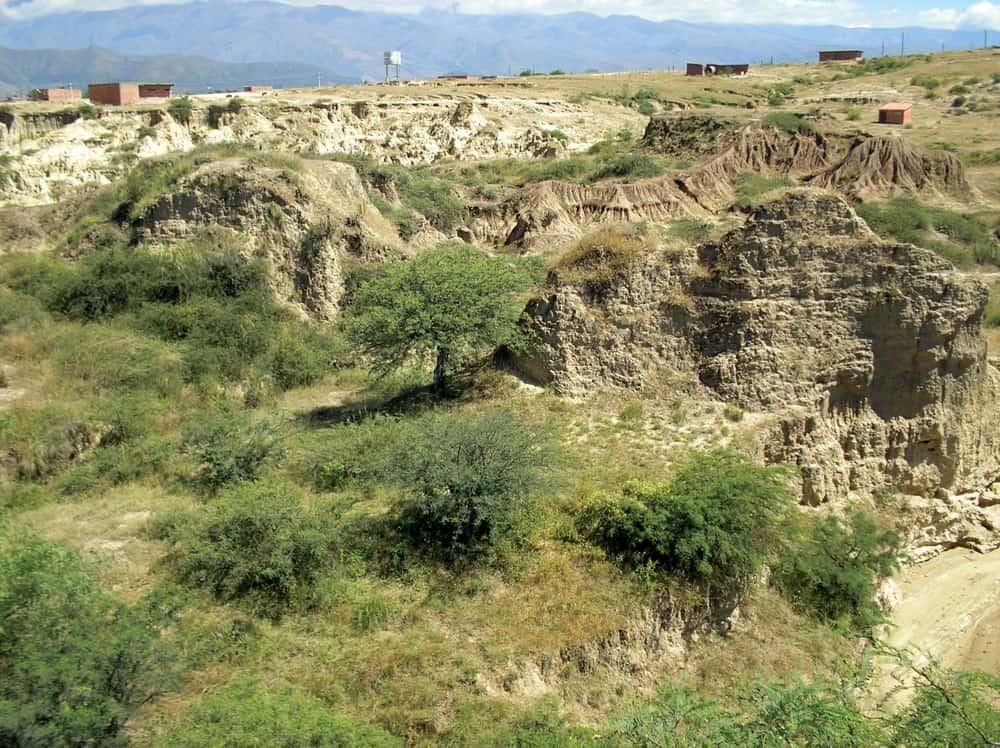 Suelos erosionados en el valle central de Tarija.