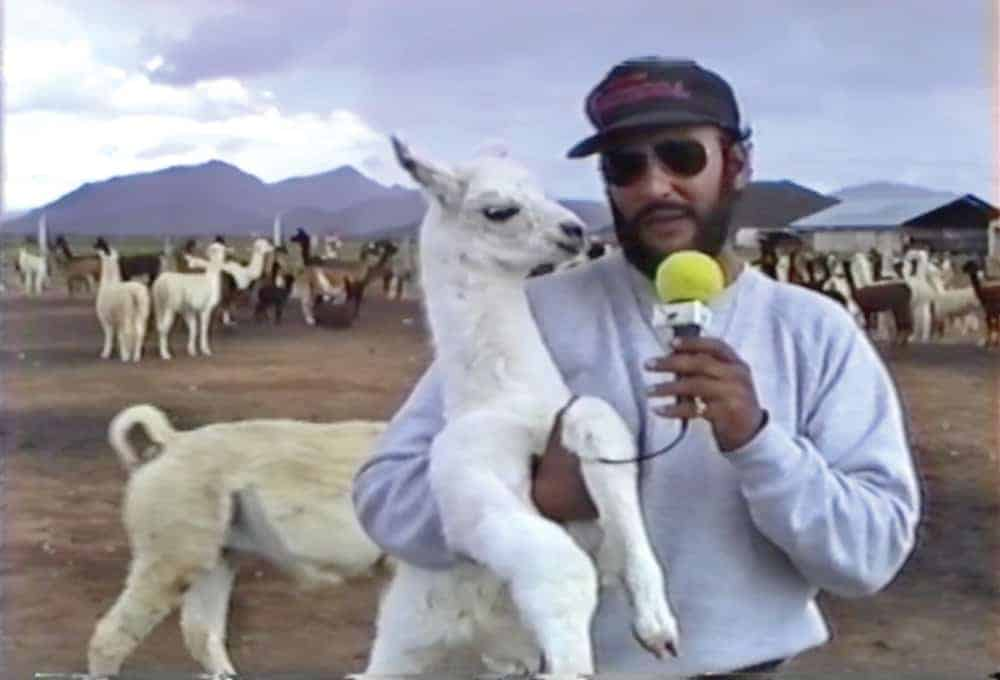 "Dr. De La Peña realizando un programa de ""Bolivia Agropecuaria""."